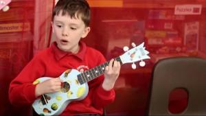 Boy guitar (1024x640)